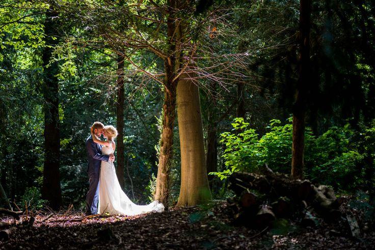 Mooi licht in het bos fotoshoot hoorneboeg hilversum trouwen