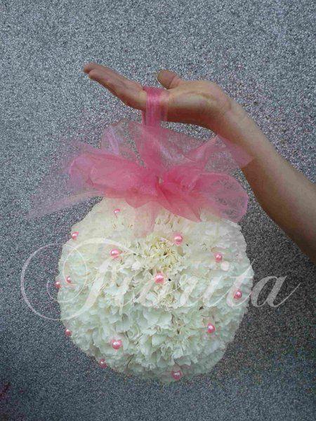 Kytka nevěsty - karafiátová koule
