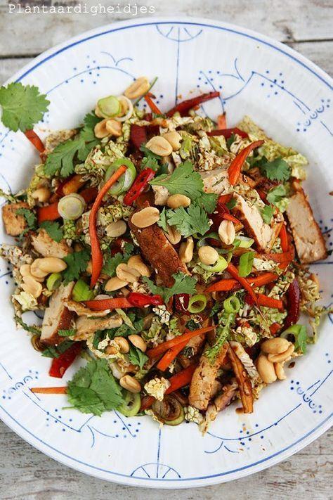 Plantaardigheidjes: Aziatische salade met Chinese kool en sesam-amandel tofu