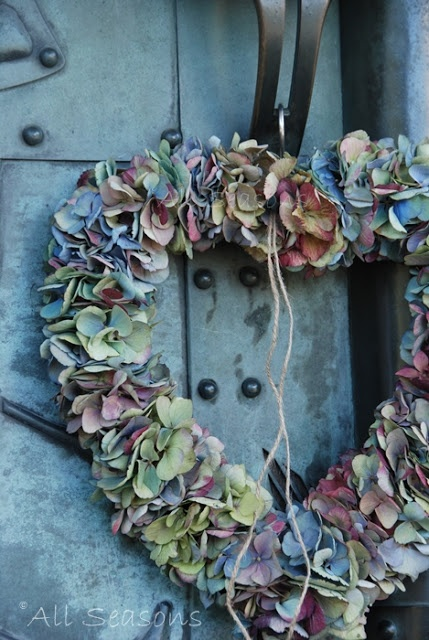 ۞ Welcoming Wreaths ۞  DIY home decor wreath ideas - hydrangea heart