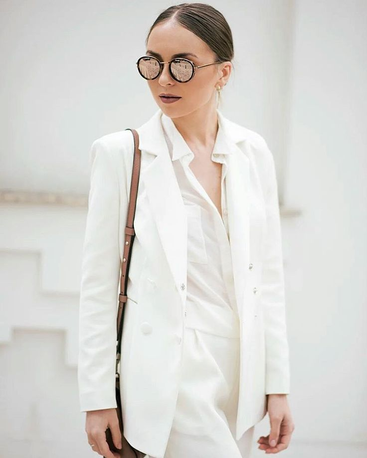 Doina Tapordei from #fashionguidemd looking absolutely #stunning in her #Raquette #Classy #White #Suit  #maisonraquette #whitesuit #streetstyle #allwhite