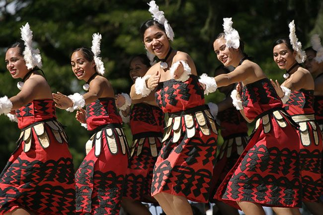 Tauolunga one of Tonga's traditional dances perform by Tongan virgin girls only!