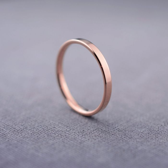 We love the simplicity of this 14K rose gold wedding band by LilyEmmeJewelry via etsy. #rosegold #weddingband
