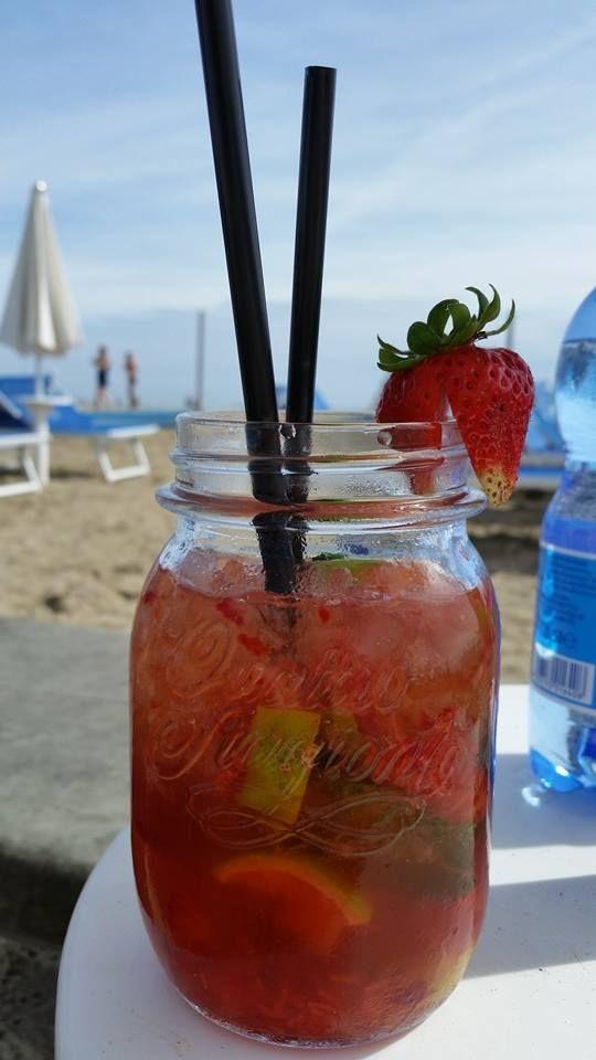 Romeo beach club, ottimi drink, tiki cocktalis, sulla spiaggia a Cesenatico