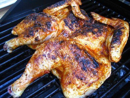Recette de poulet mariné à la bière et aux épices, cuit au beurre, au barbecue : un frango churrasco comme au Brésil.