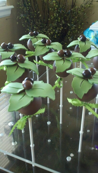 I sooo love these!!Palm tree cake pops by Chayo