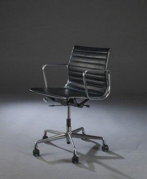 http://www.lauritz.com/da/auktion/charles-eames-kontorstol-model-ea-117-sort-laeder/i4581502/