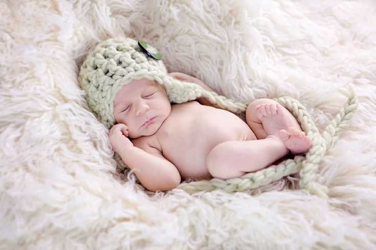 Blue bean photography newborn photographer coventry green hat www bluebeanphotography co