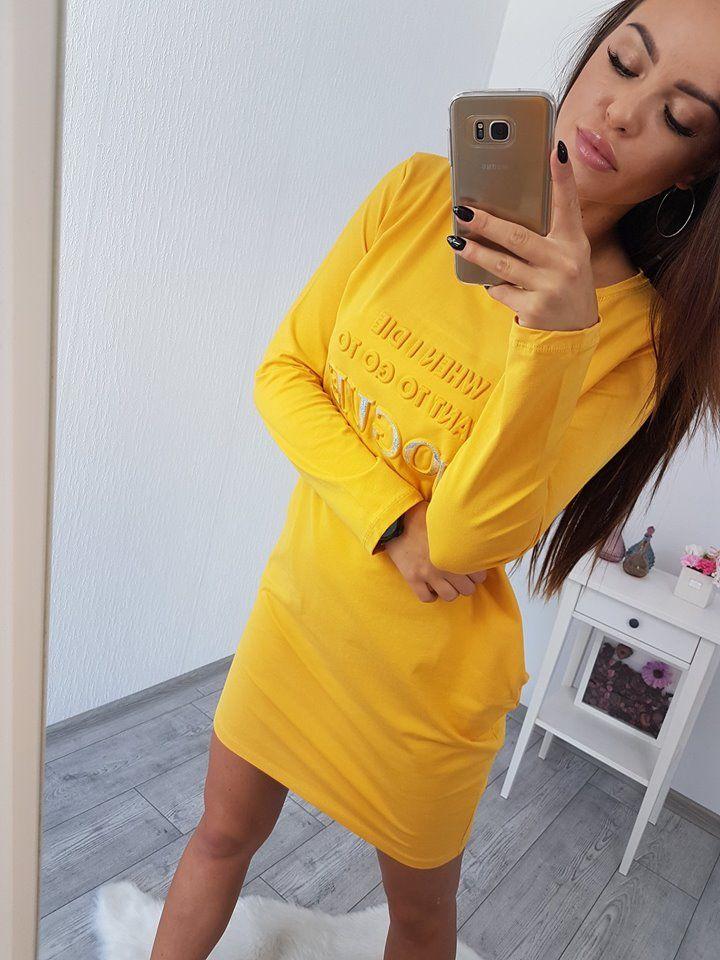 efb441a1a03e5 Športové šaty horčicové s 3D nápisom Vogue. Šaty majú dlhý rukáv, sú  pohodlné a vhodné na rôzne voľnočasové aktivity. Môžte ho nosiť vo vnútri  ako domáci ...