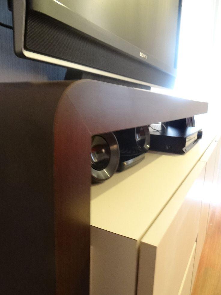 Mueble bifé, enchapado en duotono  Superficie para TV y guardado de zapatos y CD.