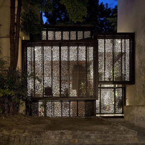 Electronic Shutters Closed - Step House by Moussafir Architectes