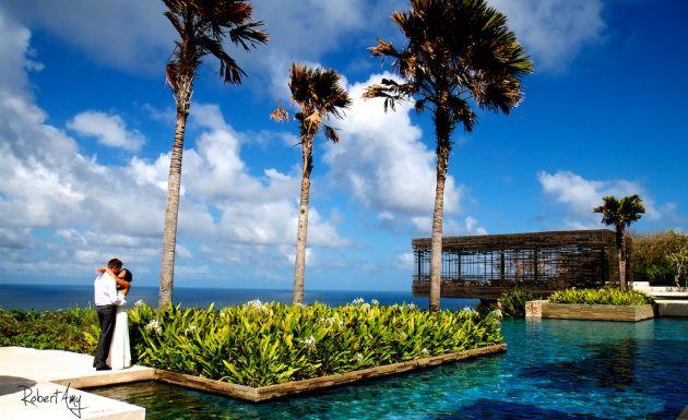 The weather was bright and the view was stunning when Katherine & Thomas had their wedding at Alila Villas Uluwatu.  #Alila #villa #Uluwatu #Bali #wedding #ocean