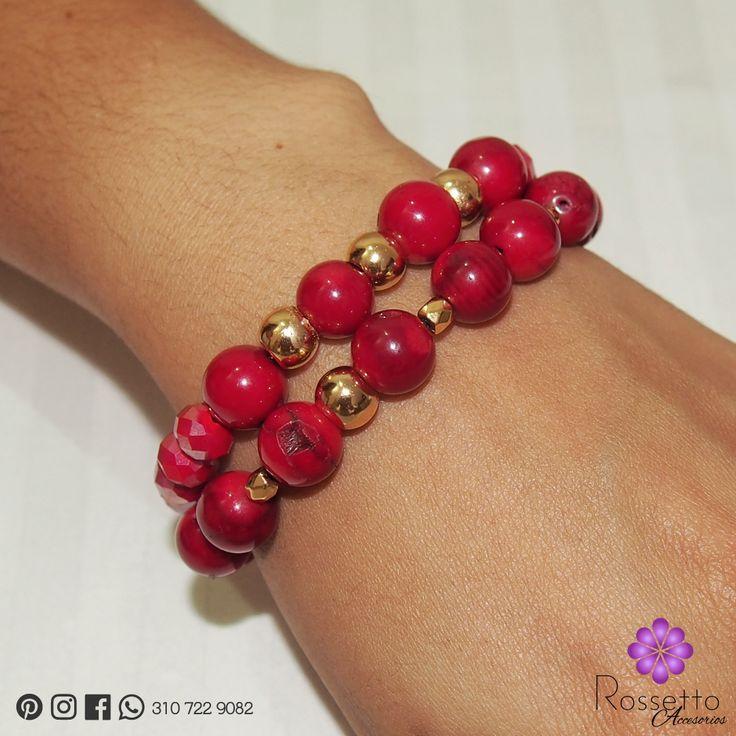 Hermoso juego de collar, aretes y pulseras en coral, murano. Dijes en oro goldield. Whatsapp: +57 310 722 9082.