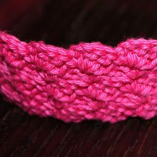 Het haakvirus heeft inmiddels ook mijn schoonzus te pakken! Zij is nu haarbanden aan het maken voor haar dochter. Dat vond ik een goed idee....
