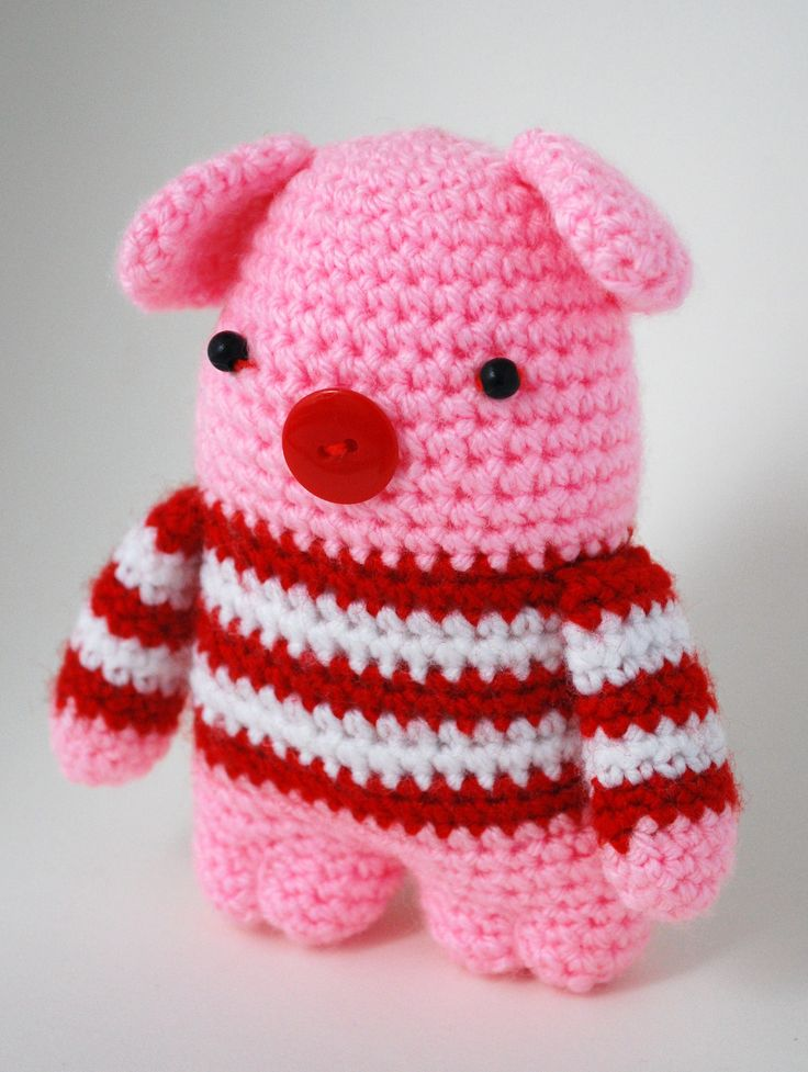 virkad Polkagris, a crochet pig, amigurumi
