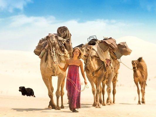 4頭のラクダと愛犬と砂漠を旅した実録ベストセラーが映画化、『奇跡の2000マイル』