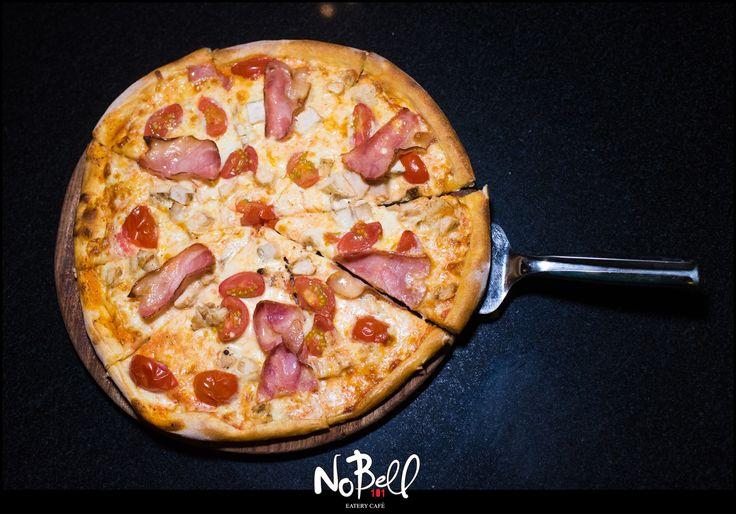 Ποιός θέλει κομμάτι; :D Βιαστείτε είναι ολόφρεσκη! #Nobell #Pizza #AuthenticItalian