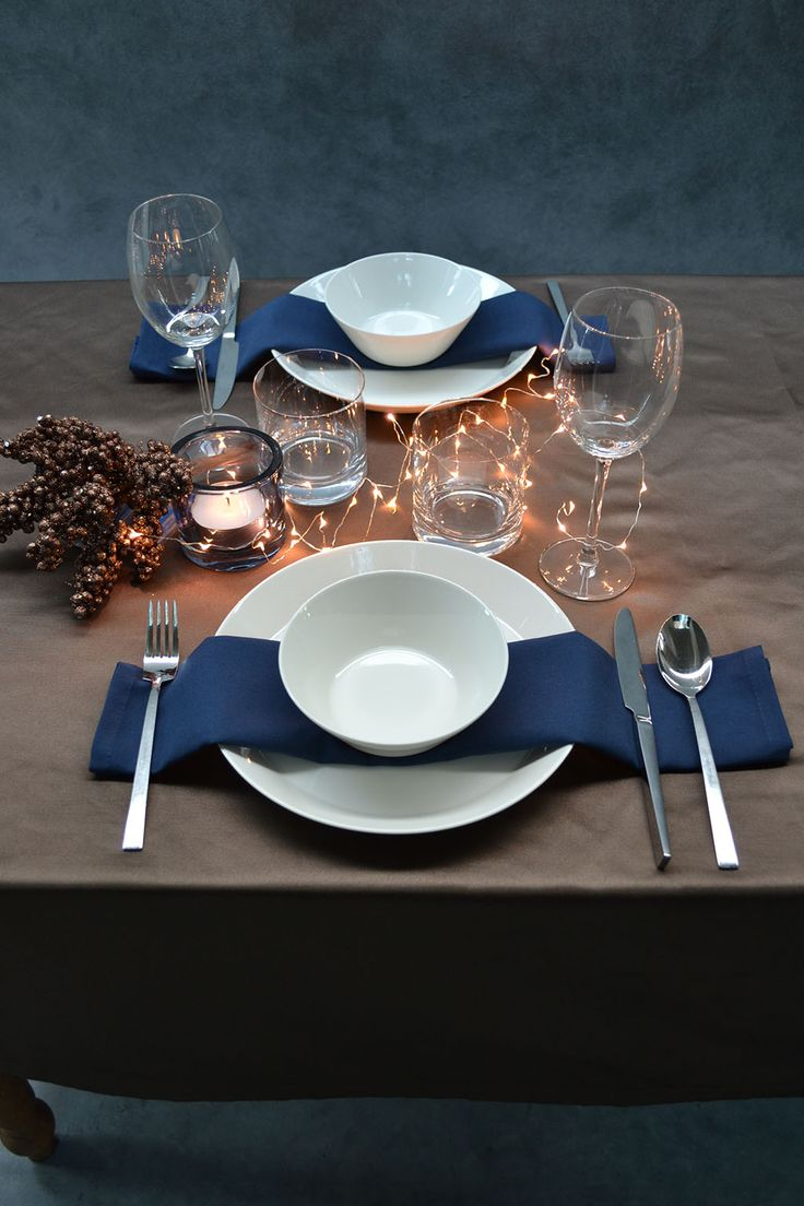 Tablecloth glamour collection | Christmas time. A touch of glamour at the table with a chic tablecloth in the colours bronze and dark blue. Visit cottona.com to create your own personal collection.