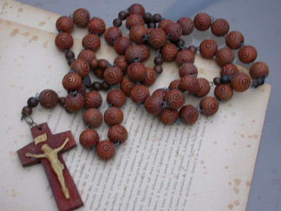 Huge olive wood carved beads rosary This antique rosary is very nice ( rare to see a huge rosary like this one ) with beautiful carved beads The jesus statue est en resine , a collectible antique rosary , This item is in very nice antique condition Total Length 110cm = 44 inches / cross : 3.8 inches / beads size : 20mm       Thank you very much for your visit ! Your mail will be sent by registered mail (with insurance ) within 72h after your payment from FRANCE , It take genera...