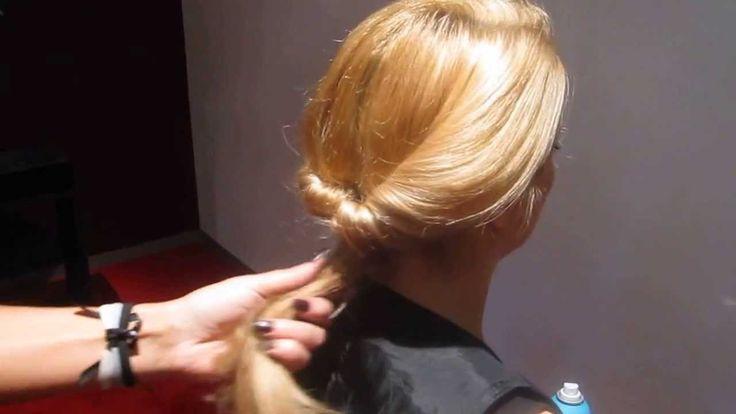 Maxima look, een vrouwelijke lage knot met stoere accenten