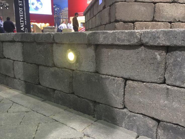Innfellingsspot i Rådhus geoloc mur. http://www.aaltvedt.no/prosjekter/byggreisdeg-2015