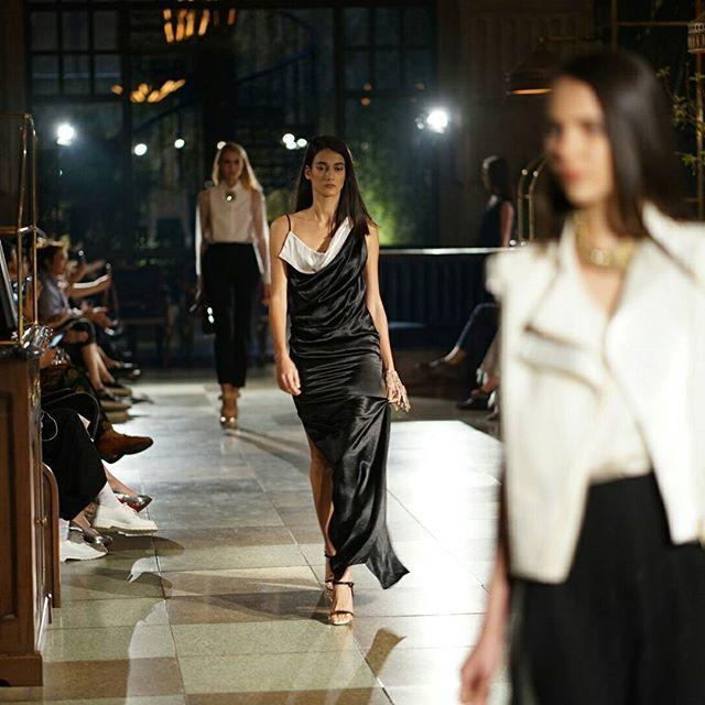 Pamor sebagai respected couturier ahli dalam seni tailoring yang terkesan maskulin dihadirkan Bouchra Jarrar dalam nuansa yang lebih feminin elegan dan klasik seperti oyster charmeuse pantsuit sequinned dress gaun bermaterial silk dalam rupa draperry dan eveningwear lainnya. #LanvinFemmeSummer17Jakarta #LanvinParis ##BouchraJarrar (pic by @evanpraditya )  via HARPER'S BAZAAR INDONESIA MAGAZINE OFFICIAL INSTAGRAM - Fashion Campaigns  Haute Couture  Advertising  Editorial Photography  Magazine…