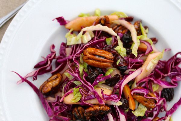 Любите азиатские блюда? Тогда предлагаем вам сделать корейский салат из капусты - получится очень вкусно, сытно, и главное низкокалорийно.