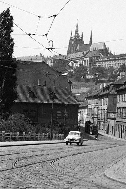 Pohled na Pražský hrad (829), Praha, červenec 1960 • |black and white photograph, Prague|