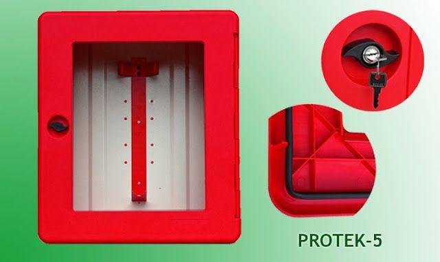 """El armario para equipos autónomos """"PROTEK-5"""" está fabricado con resina de polipropileno mediante sistema de inyección. Este sistema nos permite utilizar los productos más novedosos en plásticos técnicos, dotando al armazón de un excelente acabado y durabilidad.   El sector de la seguridad contra incendios es un mercado muy agresivo, con múltiples competidores. Este producto le ayudará a crear un mayor valor diferencial respecto a su competencia."""