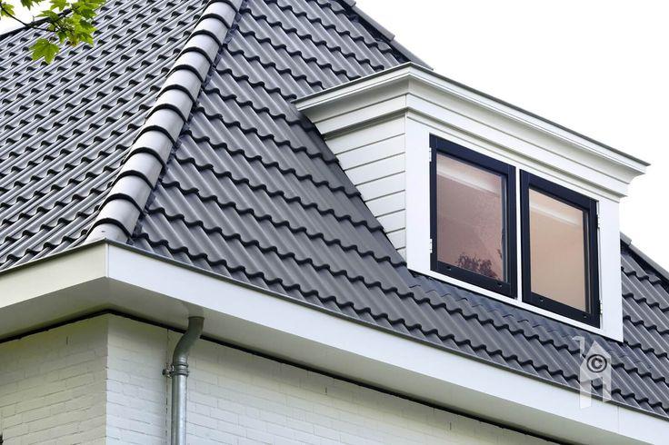 Dak zonder opsmuk met keurige goot en dakkapel