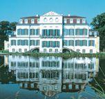 Schloss Wilhelmsthal vom Park aus gesehen
