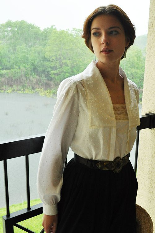 Ok... this just moved to the top of my sewing list.... reminds me of Anne of Green Gables the continuing story...