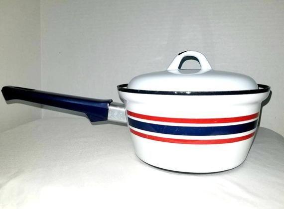 Vintage Enamelware Sauce Pot Norway Kitchen Enamel Pot Enamel Cookware Scandinavian 1 5 Qts Catherineholm Vintage Enamelware Enamel Cookware Enamelware