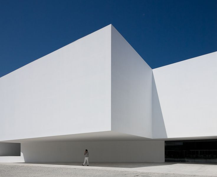 Perfect white cube - Santo Tirso Call Center / Aires Mateus