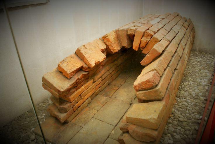 Resti della fognatura di epoca romana in Corso di Porta Romana. M3 Missori.