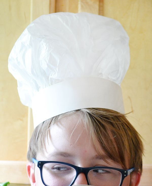 How to make a DIY chef's hat from paper. An easy, inexpensive craft idea for kids!