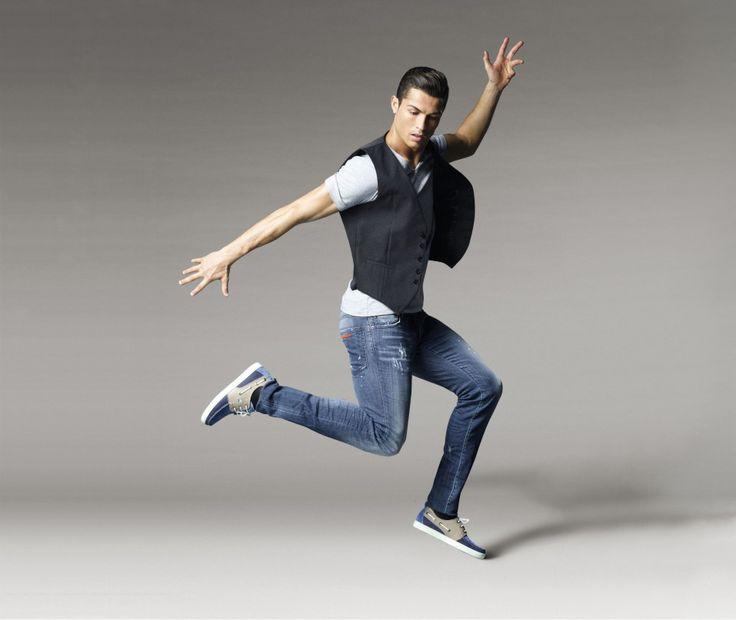 Mode: Cristiano Ronaldo lance sa première collection de chaussures. Feb 2015
