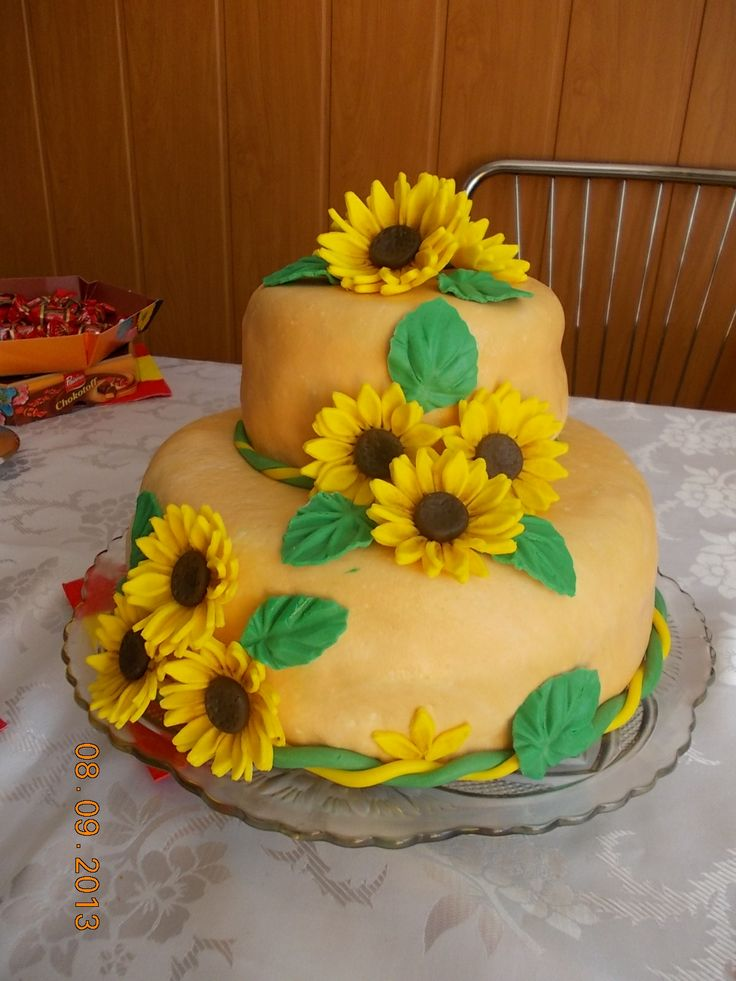 SUN FLOWER CAKE