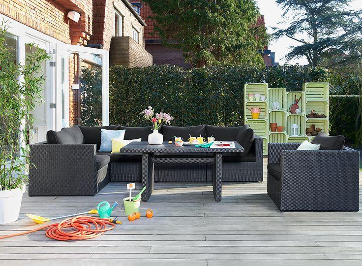Met de loungeset Lecce van Le Sud geniet jij van elke zonnestraal in je eigen tuin! De set bestaat uit een loungebank, loungestoel en tuintafel en is eenvoudig uit te breiden met andere tuinmeubelen!
