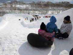 第48回 ふかがわ氷雪まつり開催  今年の大雪像は北海道日本ハムファイターズのマスコットのBBポリーです  花園公園では3日金曜日は夕方4時から6時の間大すべり台のみ開放し4日土曜日と5日日曜日は河川敷に向けて設置するチューブ滑り台豪華景品を用意したゲーム大会各種屋台の出店恒例のみかんまきお菓子のつかみどりスノーモービルラフティングなどイベント盛りだくさんですよ  開催日2017年02月03日  2017年02月05日 開催場所深川市花園公園深川市8条8番8号中心商店街 tags[北海道]