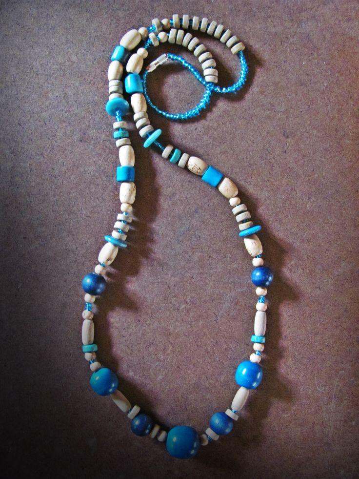 collar artesanal azul