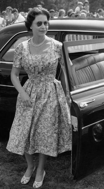 Les 25 meilleures id es de la cat gorie la reine elizabeth for Chambre sociale 13 novembre 1996