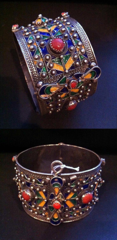 Algeria - Grande Kabylie | Bracelet; silver, enamel and coral. Beni Yenni. H: 4 cm. 95,5 gr | Est. 400 - 500€ ~ (Nov '12)