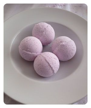 DIY lavender bath bombs. For when I graduate and have free time again!