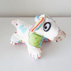 Doudou chien avec bruits de grelots et pouët 16 x 12 cm - doudou unique et original entièrement fait à la main