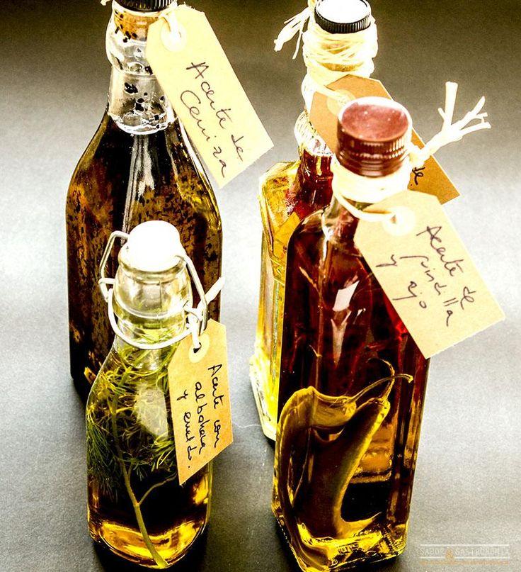 """Los aceites aromatizados """"Home Made"""" son una estupenda idea de regalo rápida y económica, que sólo necesitas una botella de cristal, aceite de oliva virgen suave y los ingredientes que elijas para aromatizar."""
