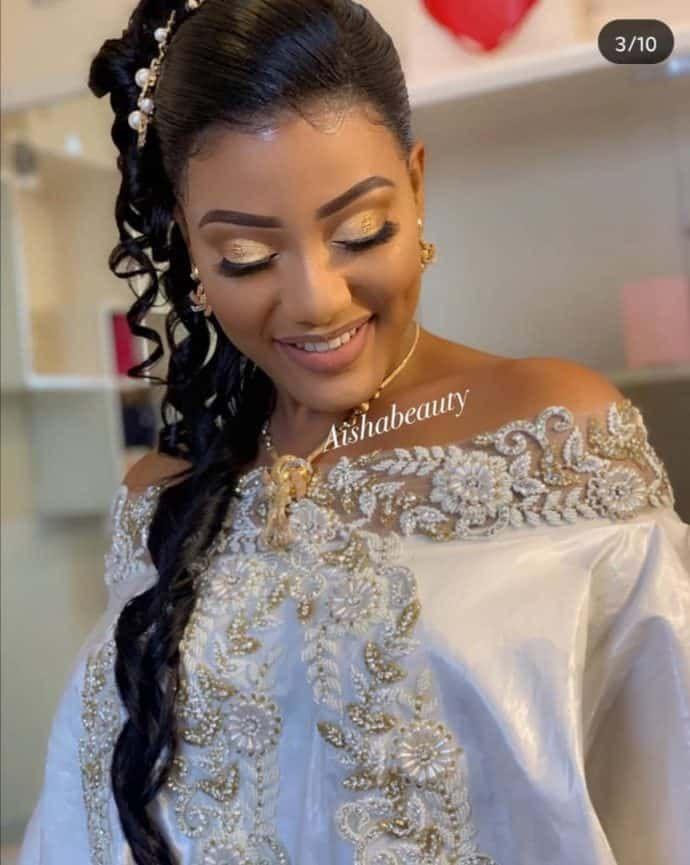 17 Photos La Preuve Que Le Mariage Senegalais Est Un Regal Pour Les Yeux Maquillage Mariee Africaine Inspiration Coiffure Mariage Tenue Mariage Coutumier