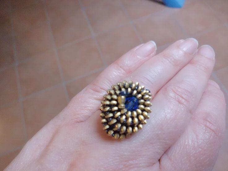 Realizzato con cerniera e perla blu