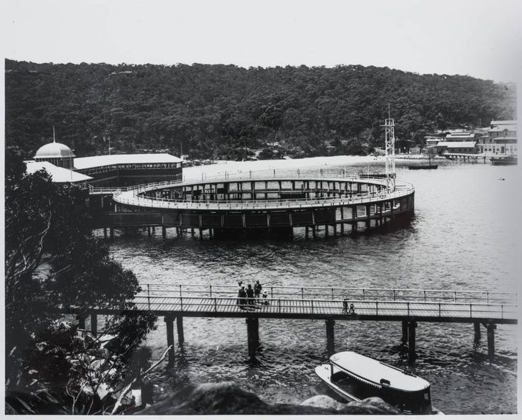 Clifton Gardens in 1909 with the circular baths, the biggest baths in the Southern hemisphere at the time, the boardwalk and the bathers pavilion.