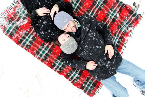 A Snowy Day. Holiday-Inspired Engagement Photos.